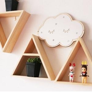 מדפים מעץ לחדר ילדים