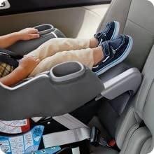 כיסא בטיחות לרכב נגד כיוון הנסיעה
